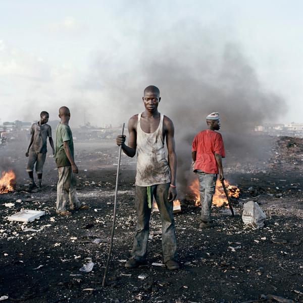 2_8-david-akore-agbogbloshie-market-accra-ghana-2010